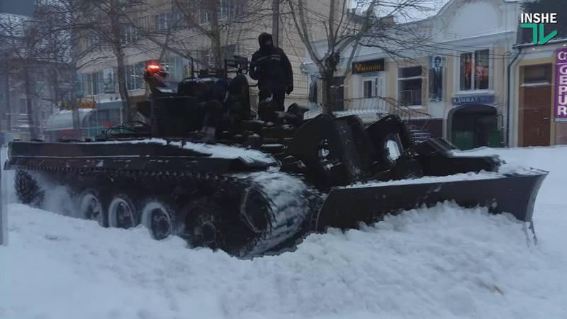 Более 100 автомобилей оказались в снежном плену на трассах Одесской области