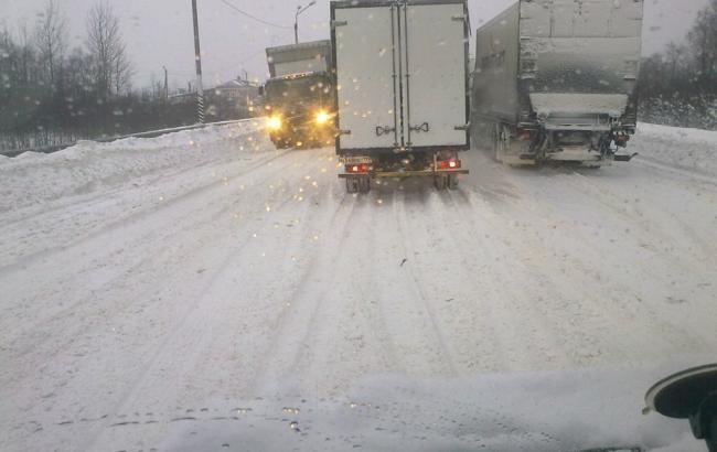 """""""Укравтодор"""" отмечает критическую ситуацию на дорогах Николаевской и Днепропетровской областей"""
