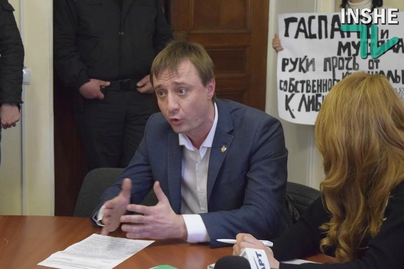 Николаевские «оппозиционеры» не хотят сдавать коммунальные помещения «Укрпочте» за 1 гривну в год, пока предприятие не предоставит план по их ремонту