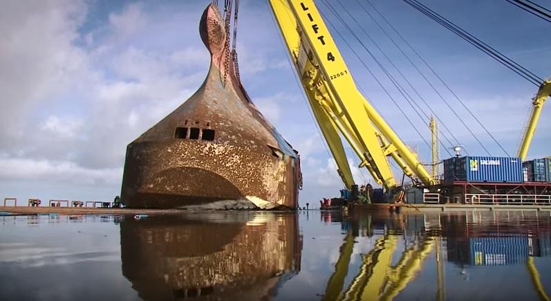 В Голландии подняли со дна Северного моря 150-метровое судно