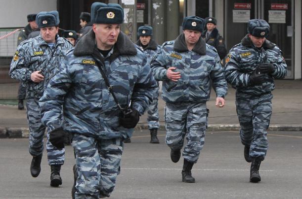 В Петербурге 30 пьяных негров подрались в бане и разбежались по району голыми