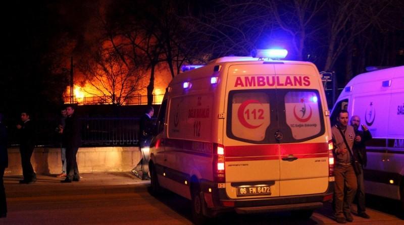 В Турции рядом с военным конвоем прогремел взрыв, есть погибшие
