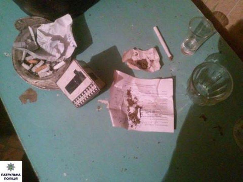 Николаевские патрульные не только соседский конфликт усмирили, но и наркотики нашли