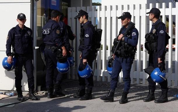 В Анкаре полицейский застрелил напарницу и прохожего