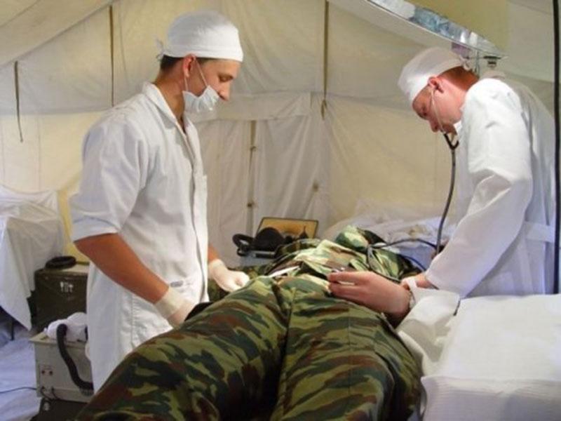 Боевики на Донбассе обстреляли украинских врачей