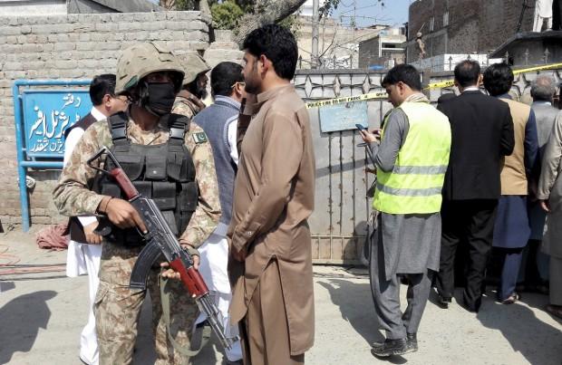 В Пакистане у здания суда прогремел взрыв, 10 человек погибли