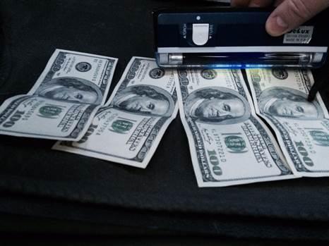 Винницкого депутата задержали на взятке в 3 тысячи долларов