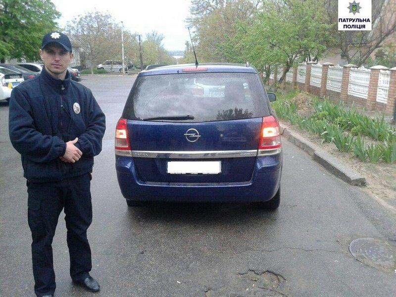 Патрульные Николаева задержали пьяного 16-летнего, который угнал авто, чтобы произвести впечатление на девушку