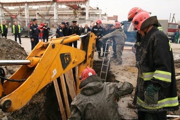 В Тернополе в результате обвала в котловане погиб мужчина