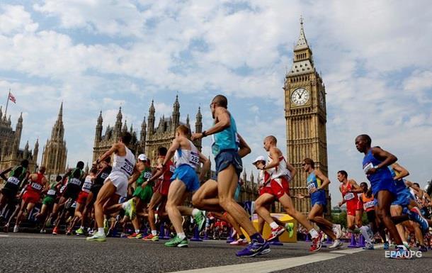 В Лондоне воду для марафонцев разграбили мигранты