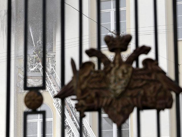 """Пожар в Минобороны РФ усиливается, горит уже 3,5 тыс. кв. м. Огонь добрался до """"кабинета Жукова"""""""