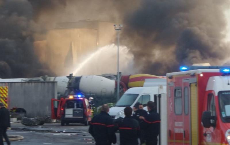 Во Франции взорвался склад химикатов, пострадали пожарные