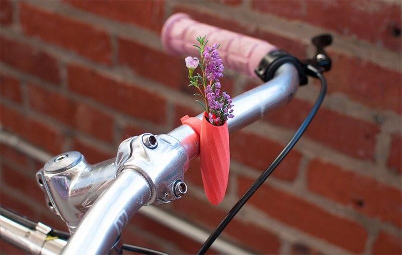 Цветочная вазочка на руле велосипеда – самый милый экотренд этой весны