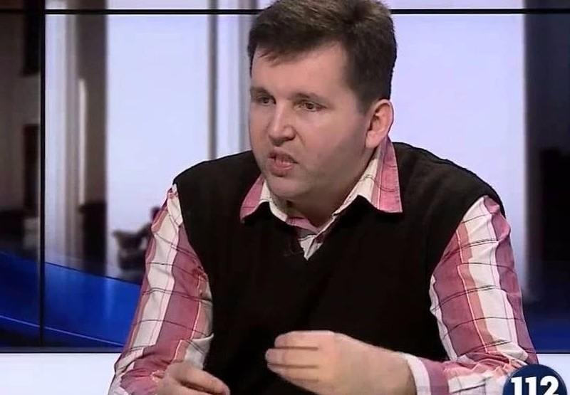 В Киеве известный политолог выбросился из окна на 9-м этаже