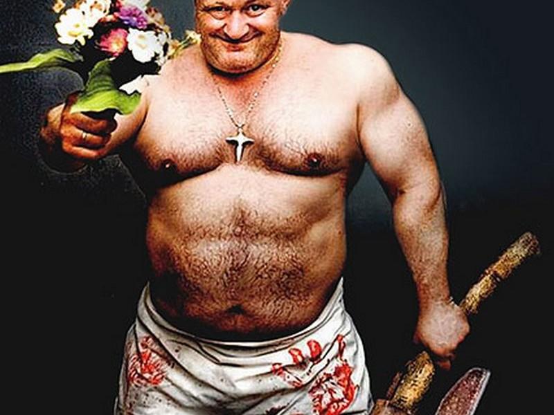 Любить по-русски: мужчина с топором и цветами потребовал руки возлюбленной