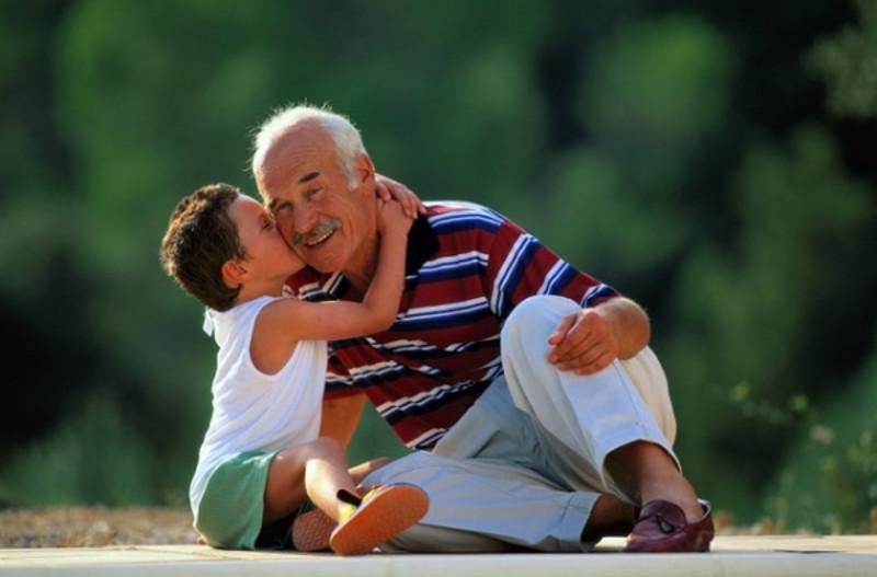 Дед пописал на внучку фото 423-95