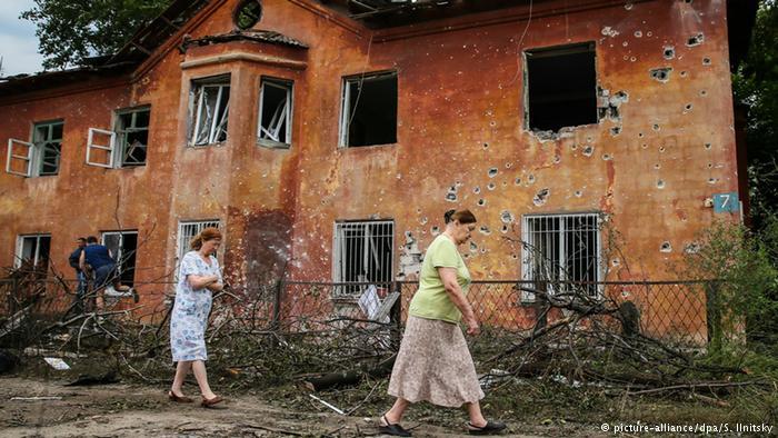Кто виноват и что делать? Немецкие социологи провели соцопрос на Донбассе – по обе стороны фронта