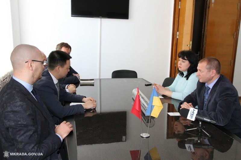 Представитель китайского посольства заглянул в Николаевский горисполком