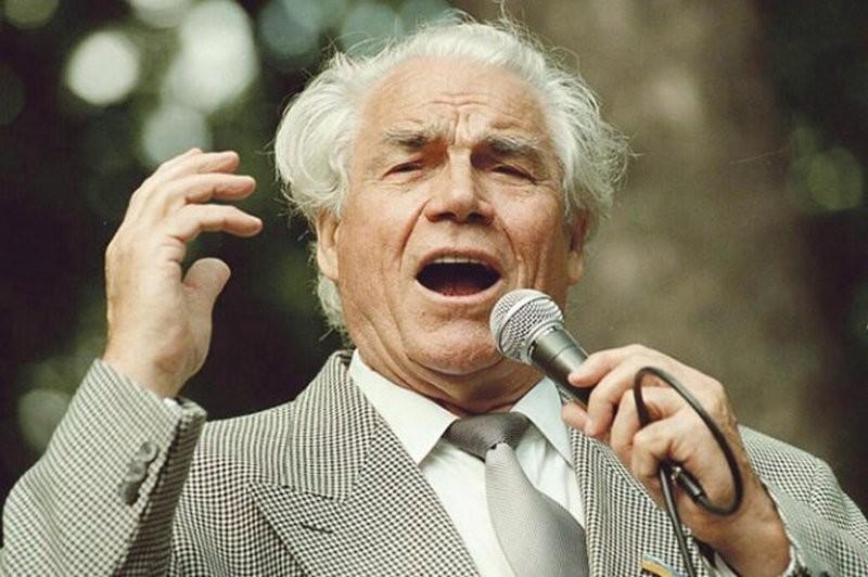 В честь Дмитрия Гнатюка назовут филармонию в Черновцах. Как киевляне прощались с великим певцом