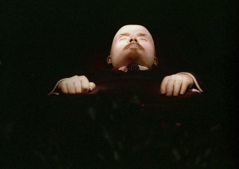 Путин сравнил коммунизм с христианством, а мумию Ленина с мощами святых