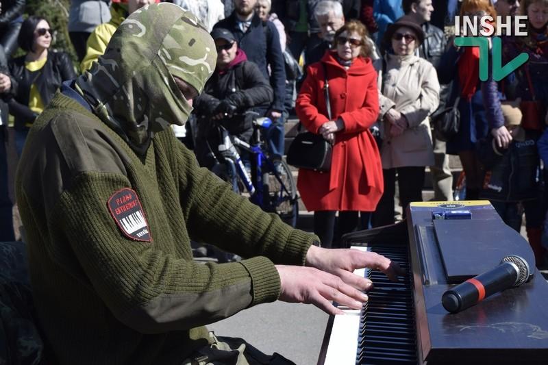 «У кожного своя війна»: пианист-экстремист дал в Николаеве свой второй концерт