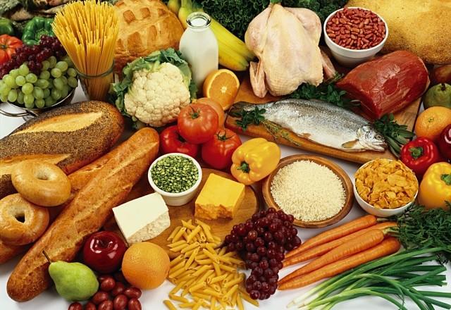 0,5 кг кофе, 13 кг рыбы и 53 кг мясных продуктов в год для работающих – правительство утвердило новую «потребительскую корзину»