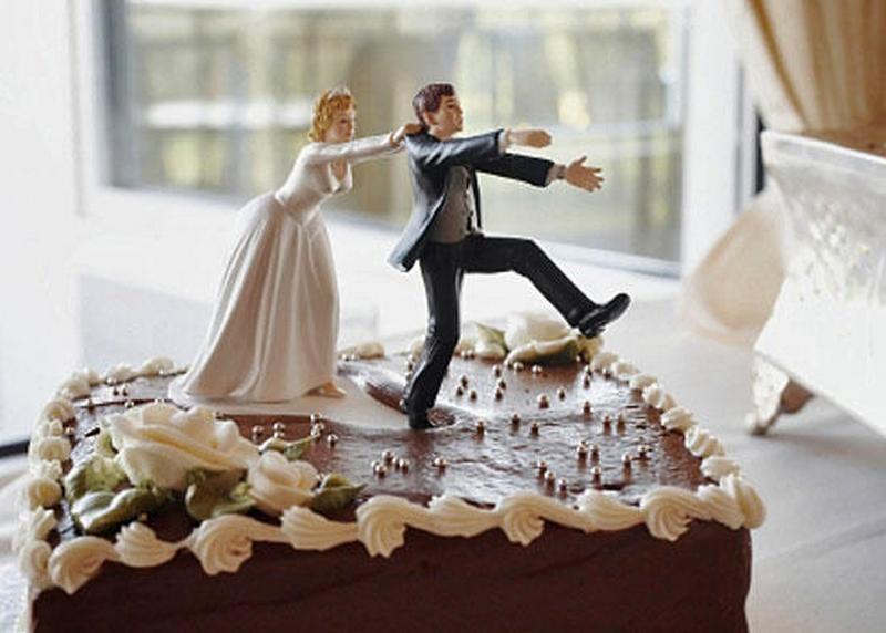 Дружка на свадьбе разрушила крышу дома молодоженов