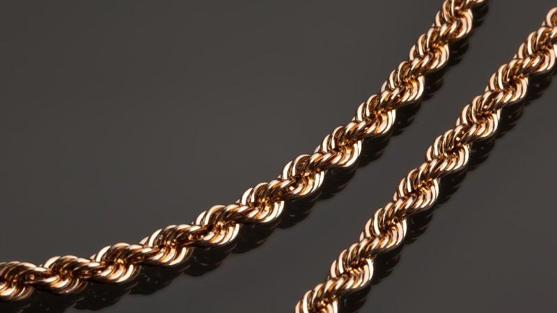 В Николаеве грабитель сорвал с 66-летней женщины золотую цепочку стоимостью почти 7000 гривен