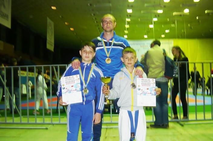 Спортсмены из Вознесенска привезли награды Кубка мира по карате и кобудо