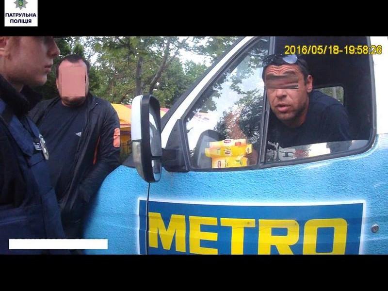 Нецензурно бранящийся водитель 15-й маршрутки в Николаеве перевозил пассажиров, будучи лишен права управления по решению суда