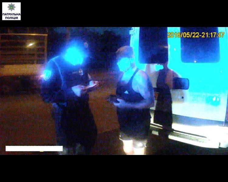 Не авто, а клад нарушений: по Николаеву ехало Iveco с разными номерными знаками, да и документы на транспорт были не в порядке
