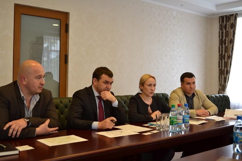 Власть убеждает ООО «Бандурский маслоэкстракционный завод» поучаствовать в ремонте дорог в Николаевской области
