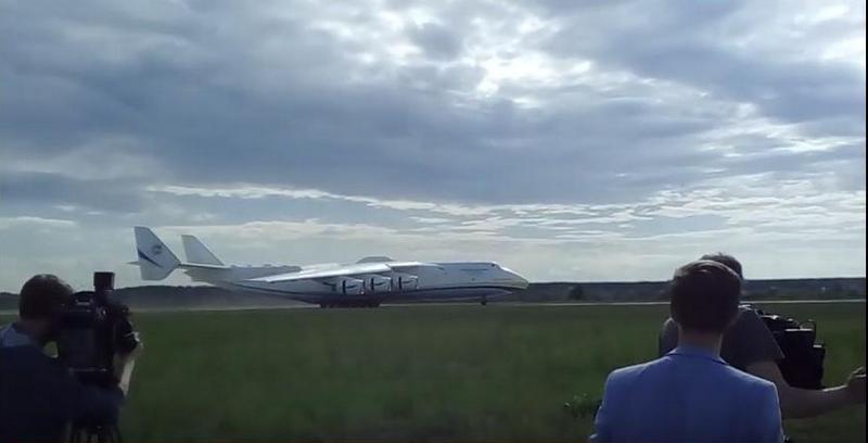 """Украинский самолет-гигант """"Мрия"""" вернулся в Украину"""