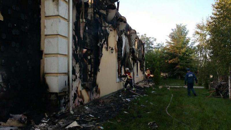 На пожаре в доме престарелых на Киевщине обнаружены тела 16 погибших