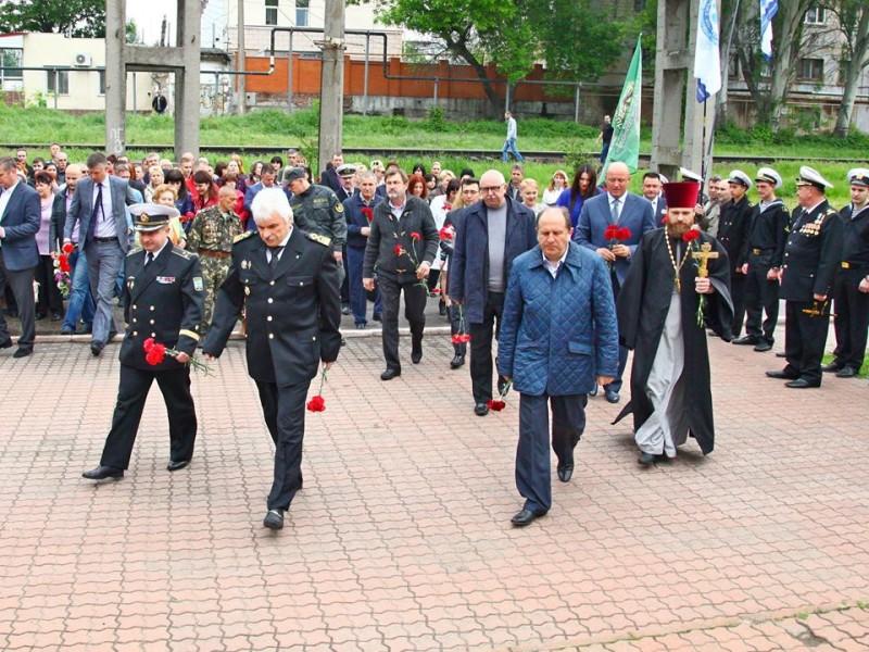 В Николаеве портовики почтили память воинов, погибших в Великой Отечественной войне
