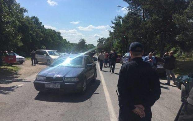 На украинско-словацкой границе владельцы авто с иностранными номерами перекрыли движение транспорта
