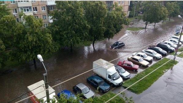 Дождь, град, сильный ветер. Харьков пострадал от стихии