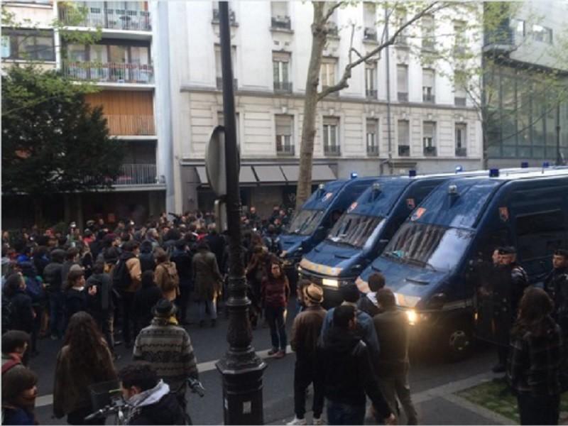 В Париже произошли столкновения между полицией и противниками выселения беженцев