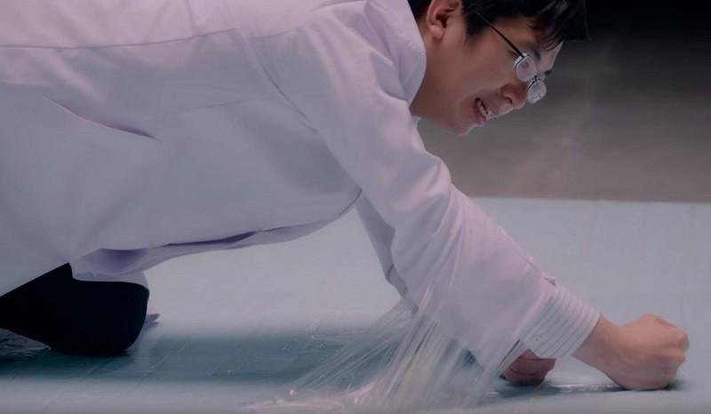 Ужас. Японские ученые испытали на людях ловушки для тараканов. Не для слабонервных