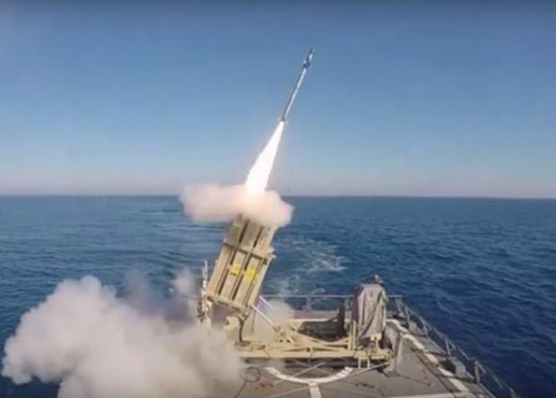 """Израиль испытал морскую версию """"Железного купола"""""""