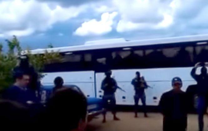 Вооруженные оккупанты в Крыму выгнали мусульман из мечети