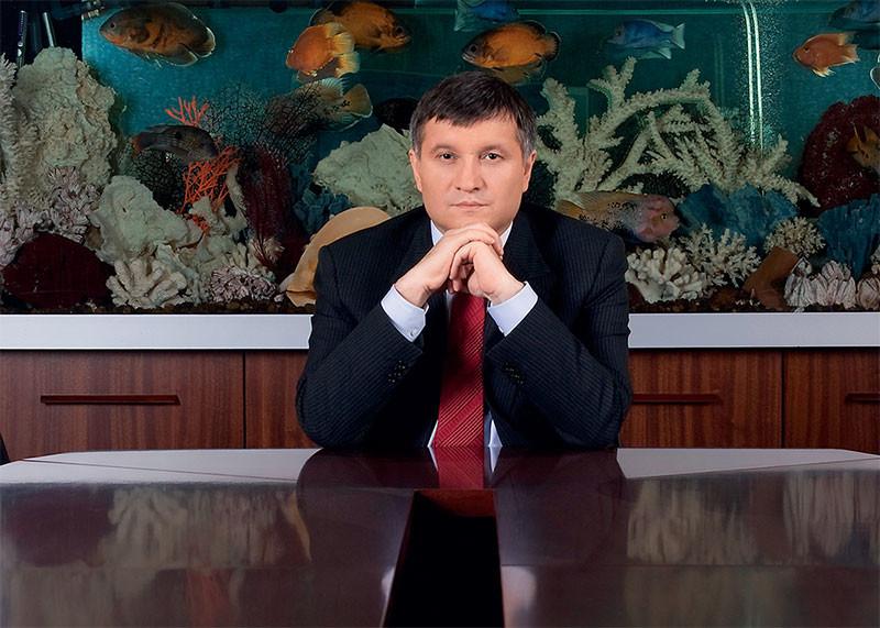 """Аваков обвинил антикоррупционеров в """"подбрасывании дохлых кошек"""" для полиции"""