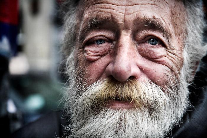 В РФ предложили закреплять бездомных за приемными семьями