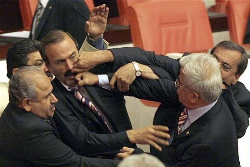 Нашим есть куда расти: массовая драка в турецком парламенте