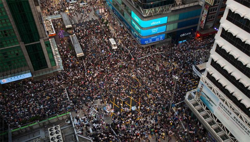 В Гонконге вышел на улиц миллион человек с протестом против разрешения экстрадиции в Китай