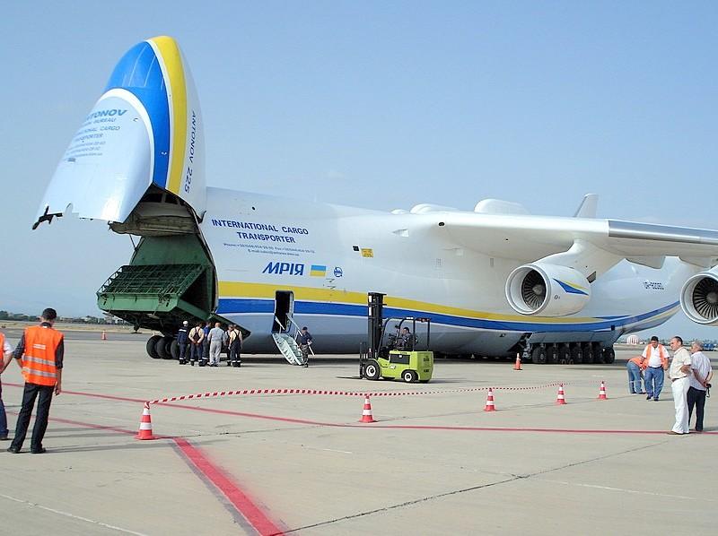 Украинский Ан-225 «Мрия», самый большой в мире транспортный самолет, отправился в Австралию. Там его встретят 50 тысяч аборигенов