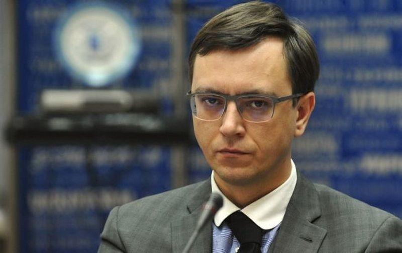 Омелян обещает расчистить дороги на юге Украины к концу дня