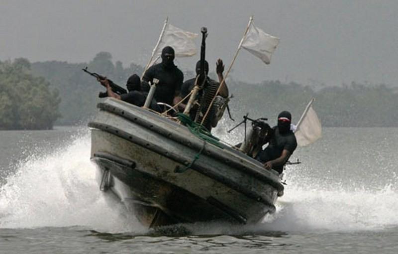 Шесть украинских моряков, захваченных у берегов Нигерии, вернулись на родину