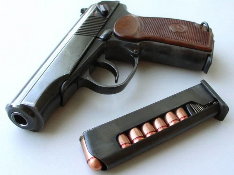 В Каховке офицер хотел похвастать перед официантками умением обращаться с оружием, но застрелил сам себя