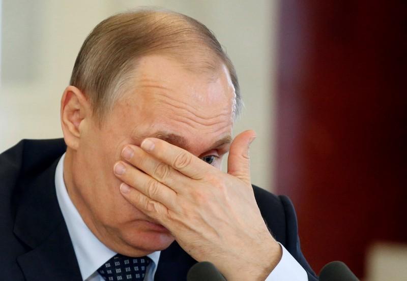 Пошептались: после введения в Украине санкций к российским банкам Путин провел закрытую встречу с бизнесменами